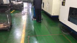 工厂车间重油污地面清洁,优尼斯手推式洗地机是好帮手,工业级