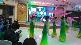 红旗舞蹈队在2020年牧野区新春晚会上演出:傣家姑娘傣家雨