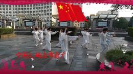 宁国大妈在市府广场晨练24式太极拳