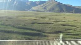 坐上火车看【10】西藏那曲站前往拉萨站沿途当雄县风光