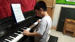 学生王浩宇钢琴习奏《牧童短笛》