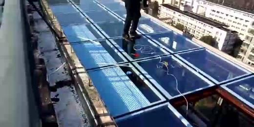 锐谷遮阳系统:阳光房顶部,蓝色滴电动天棚帘玻璃