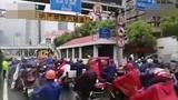"""上海警车护送电动车过江 """"小电驴""""开出赛车的气势"""