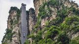 世界最长的双层观光电梯,高300多米,直接挂在悬崖之上!