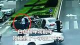 男子交通肇事并当街疯狂追打交警 经鉴定嫌疑人属兴奋躁动状态