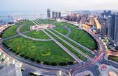 世界最大城市广场,比四个天安门还大,竟是用垃圾填海造的!
