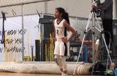 科比二女儿篮球天赋真的高,进攻万花筒!老科变成粉丝卖力鼓掌!