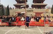灵宝函谷关春节庙会杂技表演赤脚大仙上刀山