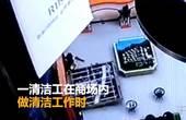 【广西】商场广告牌突然掉落 清洁员被砸当场昏迷