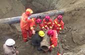 惊心动魄!2岁男童坠入深洞 消防展开生死营救
