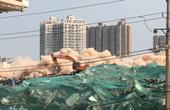【郑州】城中村爆破拆除楼房腰间缠满炸药包