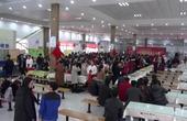 【郑州】别人的学校:郑州一大学餐厅内办美食节花样百出