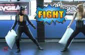 【独播】【超能力对决】第3集 性感英雄装枕头大战!蝙蝠侠vs金刚狼