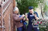 《搞笑档》第327集:手机诈骗出新招,警惕身边跟你搭讪的老人!