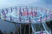 中国最危险玻璃栈道,仅靠几根钢架支撑在悬崖上,敢上去的不多!