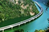 中国造最美水上公路,10公里耗资4.4亿,外国人看了直呼不可能!