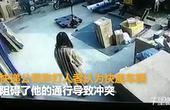 【安徽】监拍一快递小哥被打 竟因快递车停放纠纷
