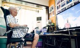 83岁大爷每天打3小时游戏