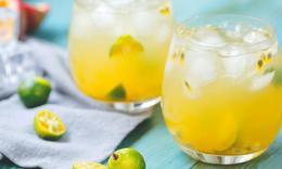 这是一杯刚刚好的水果蜜饮