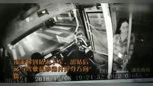 男子乘公交到站未下车抢夺方向盘 乘客上前锁喉