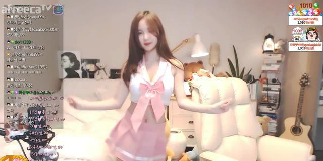 舞蹈女神  妹子身材很好很美