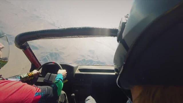 在空中开车是什么样的体验,这群外国小伙告诉你