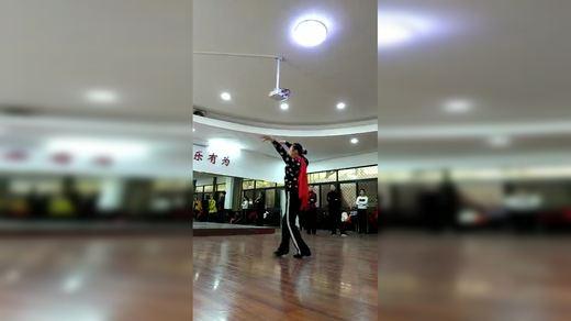 宜春市老年大学舞蹈一弯弯的月亮 王老师背身演示