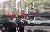 【郑州】公交车压死电动车女子疑似轿车开门所致