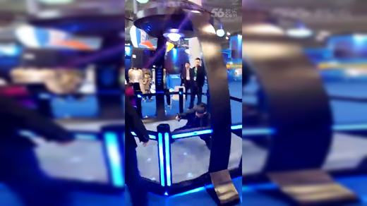 HTC天地行空间舞台空间里尽情的舞动枪战切水果打拳各种游戏体验