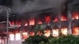 突发!东莞一工厂突发火灾,火势贯穿两层楼浓烟冲天