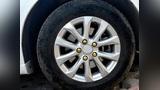 轮毂上的一个螺丝孔滑丝了怎么办?
