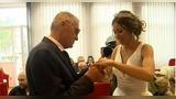 74岁老翁娶21岁小娇妻 女方父母及男方子女均未出席婚礼