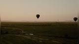 坐热气球俯看马赛马拉大草原