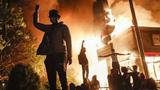 美国明尼阿波斯市实施宵禁 施暴警察涉三级谋杀被捕