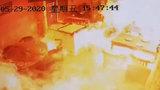 上海一小吃店液化气爆炸 仅10秒火焰吞噬整间店铺