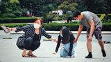 女孩晕倒在路边,原因竟是男友要求她减肥,路人:他是真的爱你吗