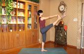 每日瑜伽3分钟,消除大腿多余脂肪赘肉,瘦下来才能hold住超短裙