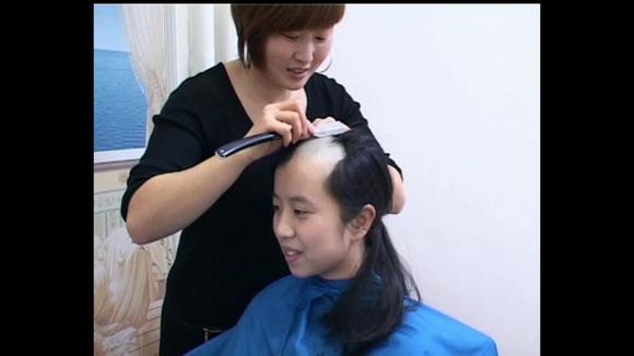 女孩子失恋剪短发的经常见 可剃光头的到底是怎么想的呢?图片