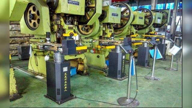 气动元件无杆气缸驱动的揭盖板机械手如何设计?图片