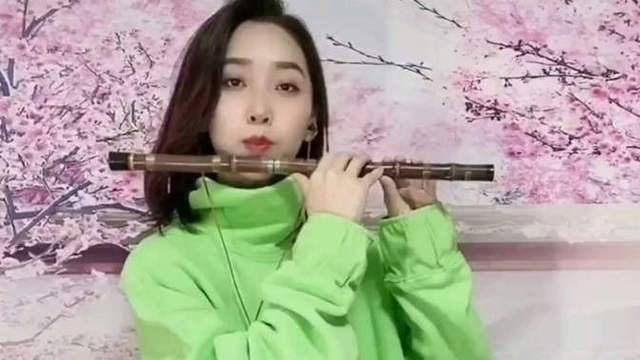 美女笛子演奏《中华民谣》老歌永远是那么动听图片