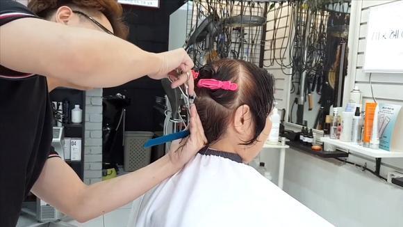 """50岁女性剪款""""半盖耳""""短发,很美很时尚,年轻10岁都不止图片"""