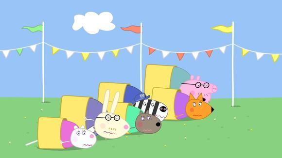 小猪佩奇 猪爸爸和其他家长们一起在运动会上比赛 简笔画
