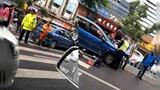 【广东】监拍小车斑马线前加速抢行 路人瞬间被撞飞