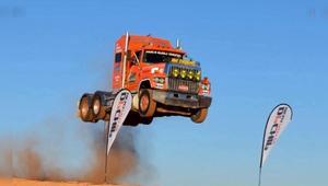 明明开的是卡车, 硬是开出了飞机的气势