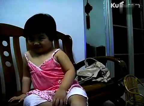【洗澡】:(第52集)偷拍小萝莉尿尿-搞笑视频-搜狐视频