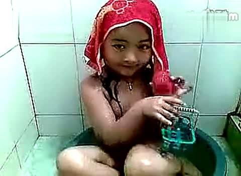 【洗澡】:(第06集)可爱小萝莉开心洗澡澡 视频-搞笑视频-搜狐视频