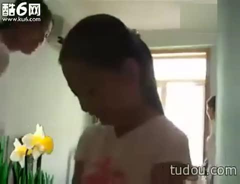 小女孩挨打-搞笑视频-搜狐视频