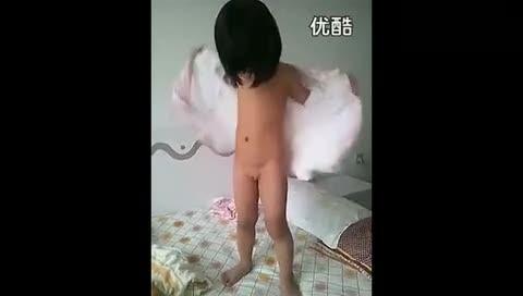 女宝宝起床脱光光[高清]