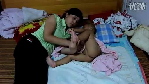 宝宝晚上喝奶粉-搞笑视频-搜狐视频
