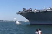 帆船撞上美國航母